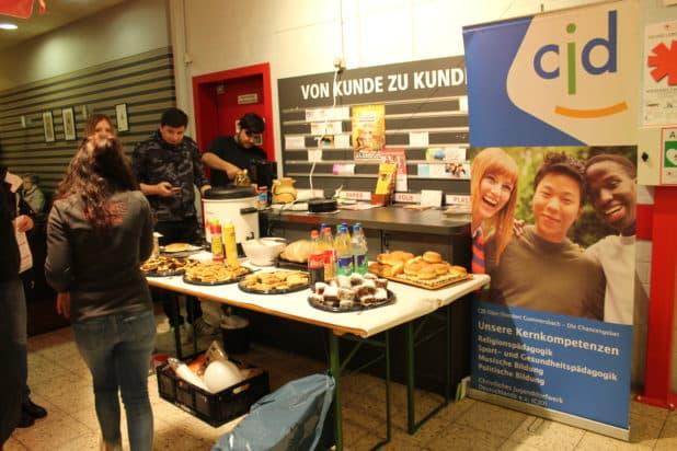 Stärkung nach dem Blutspenden. CJD Gummersbach versorgte die Blutspender.