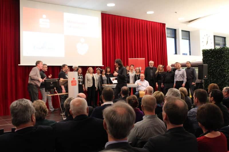 """Der Sparkassen Vereinsempfang wurde von """"Chorwärts"""" (Musikschule Gummersbach) musikalisch unterstützt."""