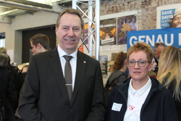OBKarriere - Landrat Jochen Hagt und zuständige Mitarbeiterin Claudia Fuchs.