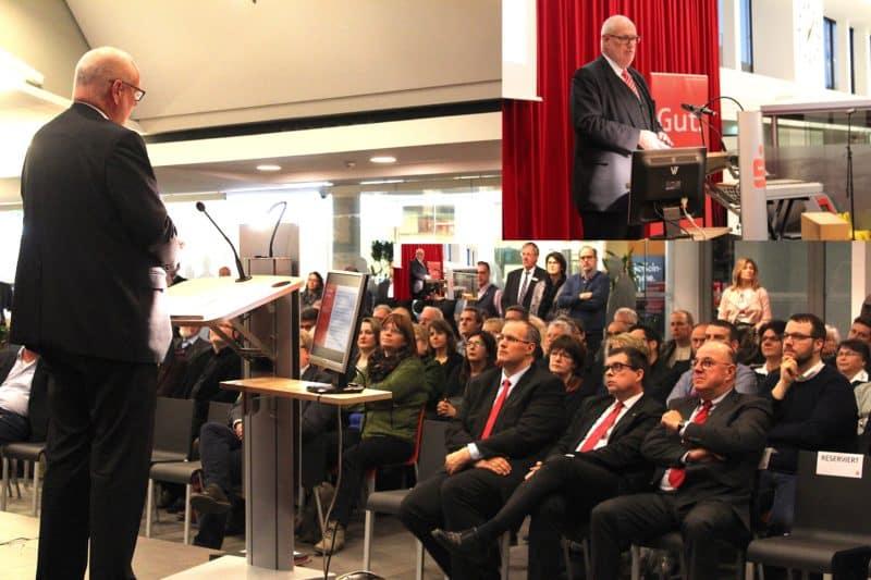 Frank Grebe begrüßte alle Besucher des Sparkassen Vereinsempfang 2018 in der Hauptstelle in Gummersbach.