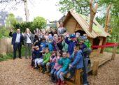 Kindergarten Erdenkinder weihte einzigartiges Spielhaus ein