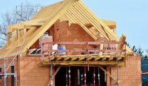 Hausbau: Fertig kaufen oder selbst bauen?
