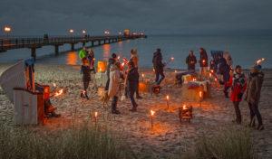 Ein funkelndes Lichtermeer an der Ostseeküste Schleswig-Holsteins