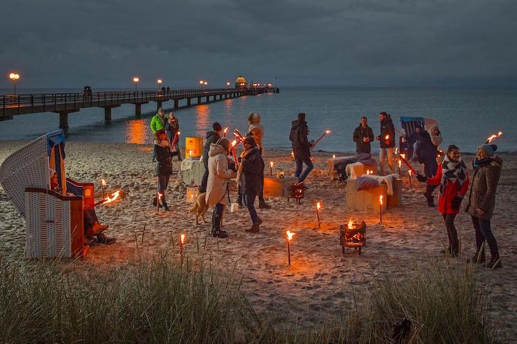 Photo of Ein funkelndes Lichtermeer an der Ostseeküste Schleswig-Holsteins