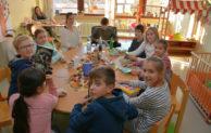 Sechste Klasse des Gymnasiums Wiehl besucht Kinderstation