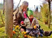 Traditionelle Ostereiersuche wie zu Omas Zeiten