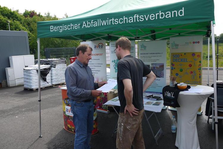 Photo of Abfallberatung des Bergischen Abfallwirtschaftsverbandes berät vor Ort