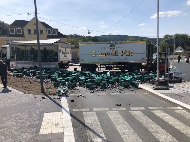 Photo of Unfreiwillige Taufe durch herabgefallene Bierkisten