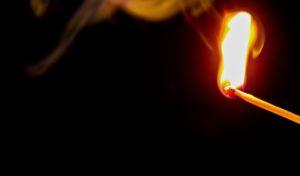 Molotowcocktail an Auto entdeckt – Versuchte Brandstiftung