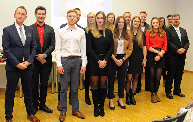 Photo of 14 Absolventen des Ausbildungsganges zum Notfallsanitäter geehrt