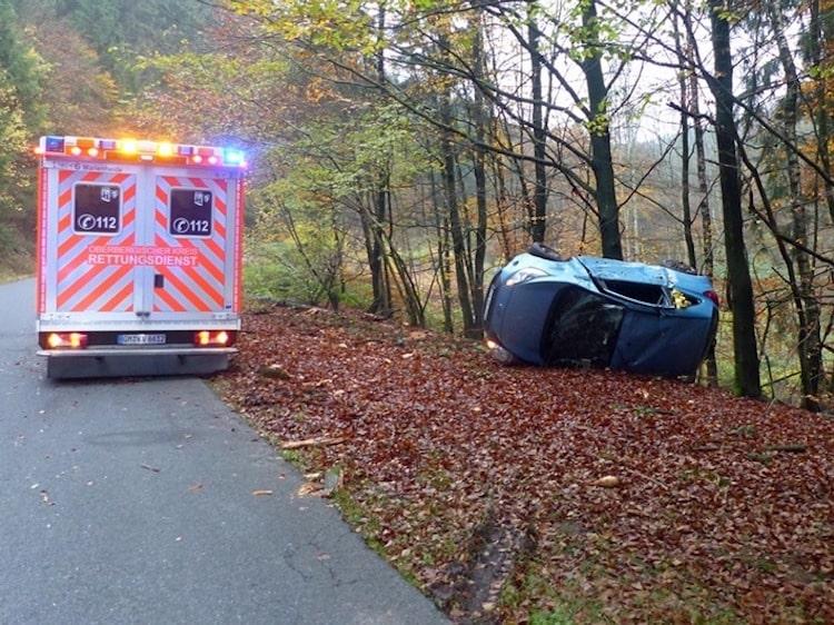 Photo of 19-Jährige verliert Kontrolle über Kleinwagen in Marienheide-Dannenberg