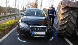 44-Jährige bei Zusammenstoß mit Traktor schwer verletzt