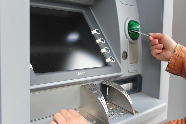 Photo of EC-Karten gestohlen – Polizei fahndet mit Fotos und bittet um Hinweise