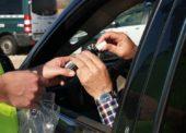 Autofahrer verliert Kontrolle und prallt gegen Strommasten