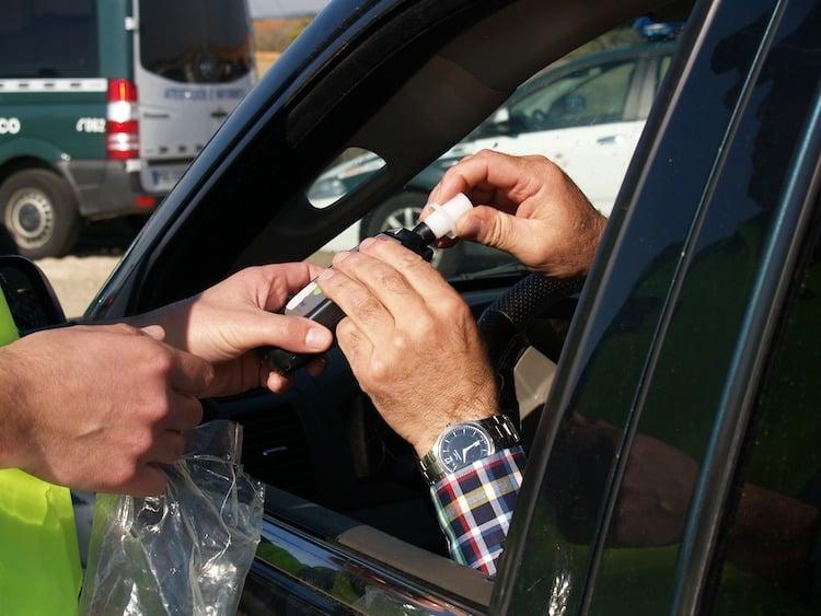 Bild von Führerschein nach Unfall unter Alkoholeinwirkung einbehalten