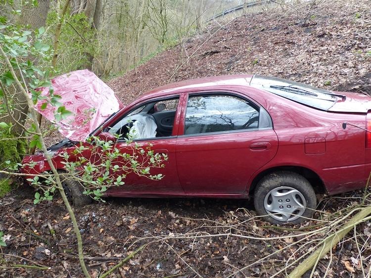 Photo of Verkehrsunfall – Zwei Leichtverletzte bei Fahrt ohne Fahrerlaubnis