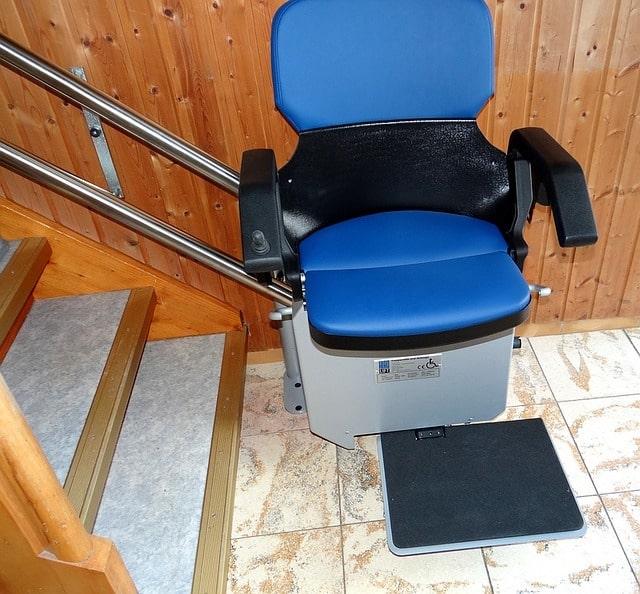 Mobilität im Alter - Mit einem Treppenlift bleibt man mobil.