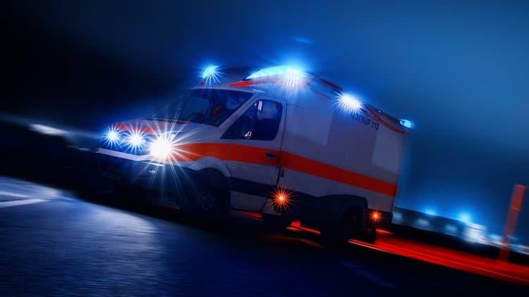2020-06-08-Motorradfahrer-Einmuendungsbereich-Leitplanke-Mercedes-Betriebsunfall-Verkehrsunfall