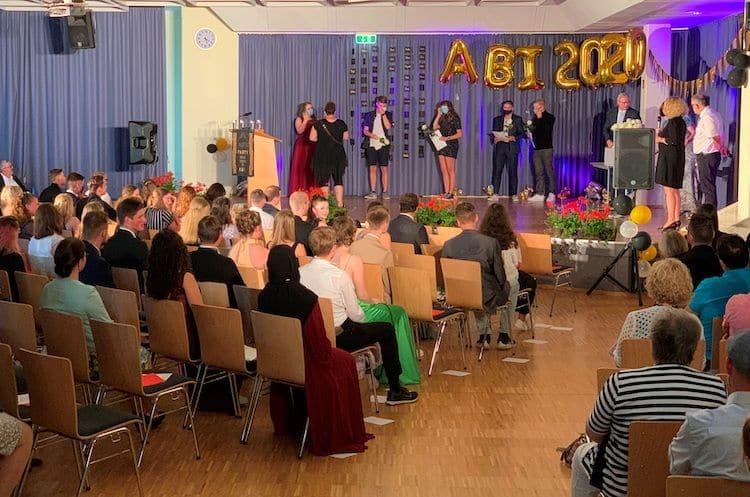 Photo of Abitur-Zeugnisse unter Corona-Bedingungen übergeben