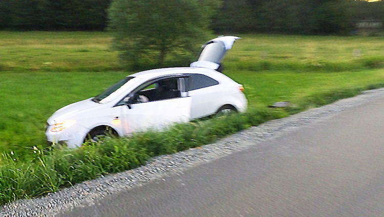 Photo of Von der Fahrbahn abgekommen – Zwei Verletzte