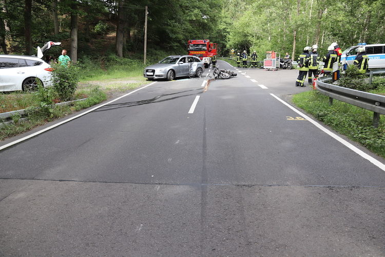 Photo of Zusammenstoß zwischen Pkw und Motorrad – Zwei Verletzte
