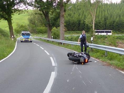 Photo of Motorradfahrer bei Sturz schwer verletzt