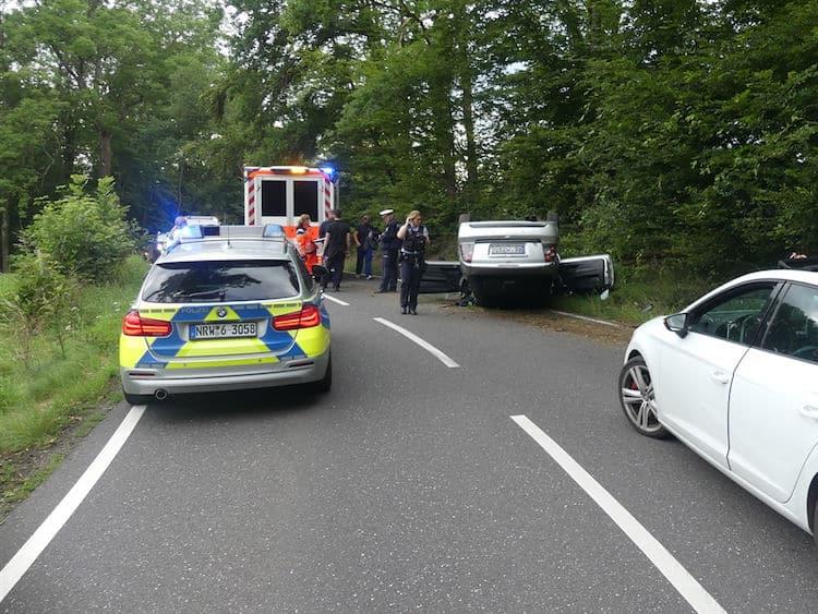 Photo of Unfall: Mit Auto überschlagen – Zwei Verletzte