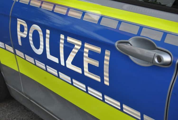 Photo of Randalierer zerstört Schaufensterscheibe