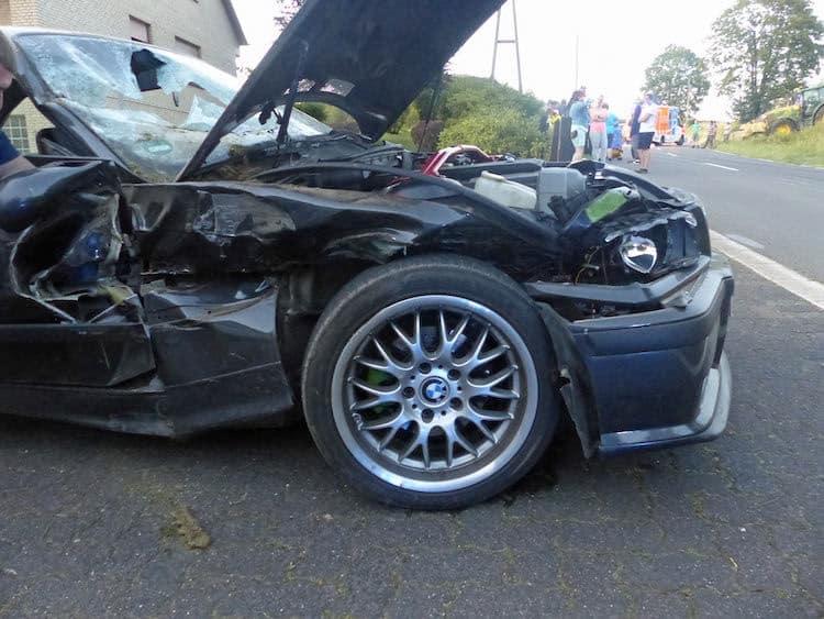 Photo of BMW-Fahrer kollidierte trotz Vollbremsung mit Traktor
