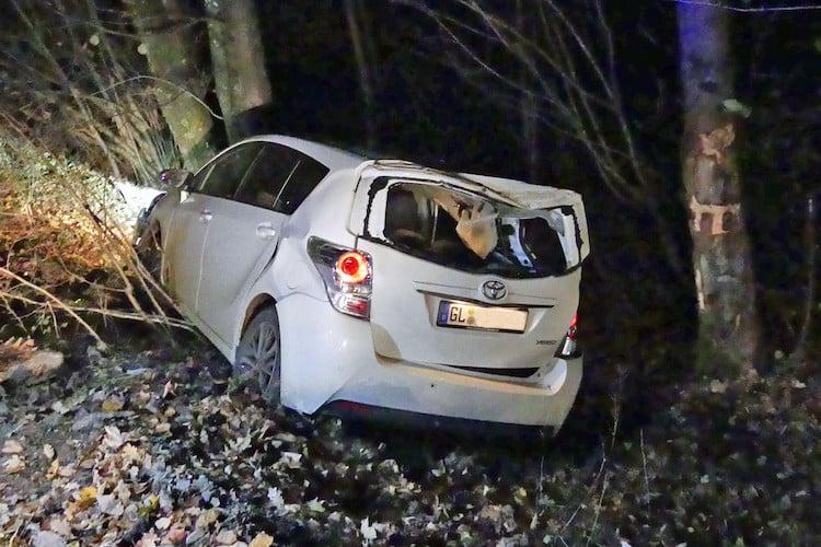 Bild von Auto gestohlen – Vor Polizei geflüchtet – Verunfallt