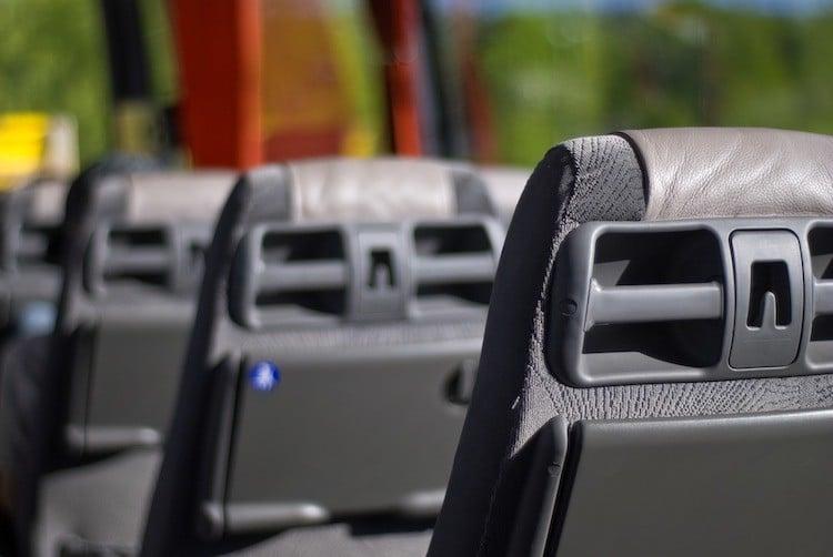 Bild von Unfall mit Schulbus – zehn Leichtverletzte