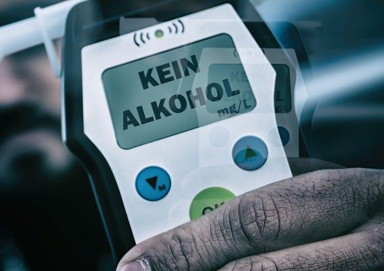 2021-03-25-Alkohol-Polizei-Fahrerlaubnis-Unfallstelle-Denklingen
