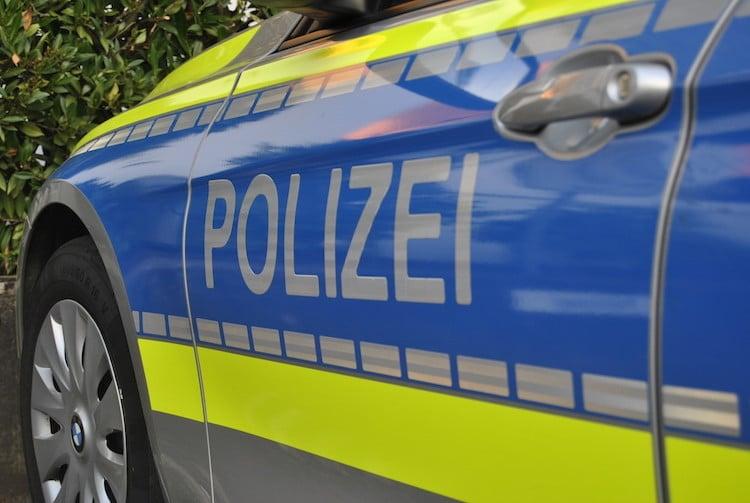 2021-04-26-Polizei-4-Unfall-Berghausen-Vogelshaus-Schreckschusspistole-Windhagen-Polizei-Neuenothe-Kinderfahrrad-Pferde-Oberwiehl-Jogger-Unfall-Bedrohung-Hundeleine-Praxis-Beil-Verletzte-Radlader-LKW-Fahrer