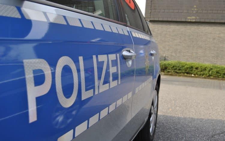 2021-04-26-Polizei-Schlangenlinien-Bahnhof-Motorboo-Saengertshoehe