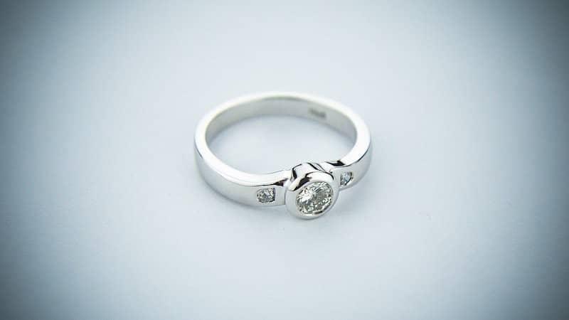 Verlobungsringe gelten als Zeichen der Liebe und sind ein Eheversprechen.