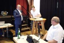 Tischtennis Weltmeister Benedikt Duda -Eintragung ins goldene Buch der Stadt Bergneustadt